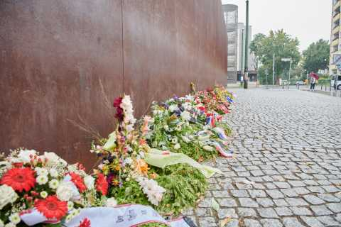 Berlin: 4-Hour Private Cold War Walking Tour