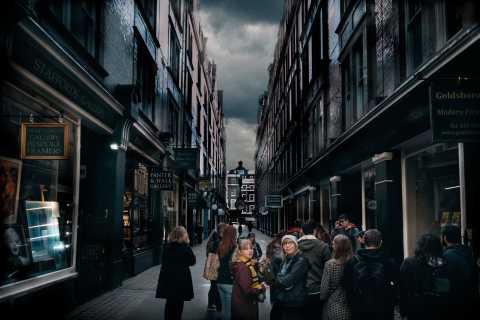 London: Magic of Movies Online Tour with Quizzes