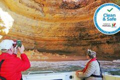 Portimão: Excursão turística de barco pelas cavernas do Algarve e Benagil