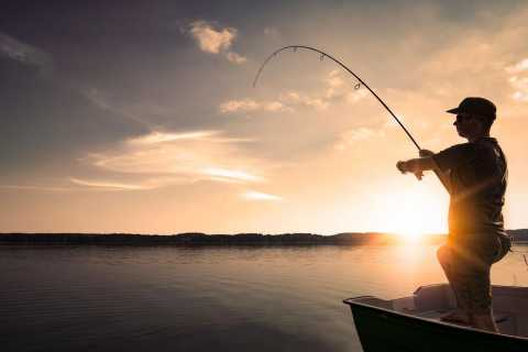 Hurghada: Fishing Trip from Sunset till Sunrise with Dinner