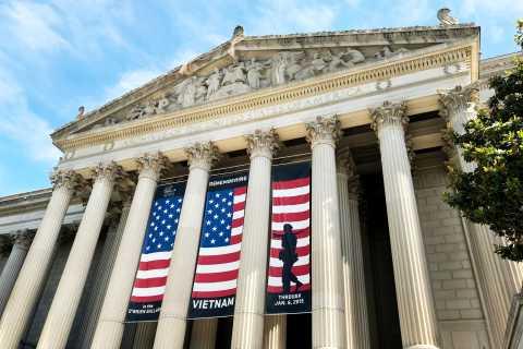 DC: Kävelykierros Yhdysvaltain pääkaupungin pääkaupungin ja kongressikirjan sisäänpääsyn kanssa