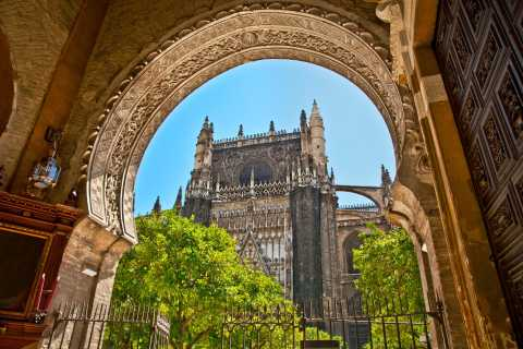 Seville: Cathedral & Giralda Guided Tour with Entry Tickets
