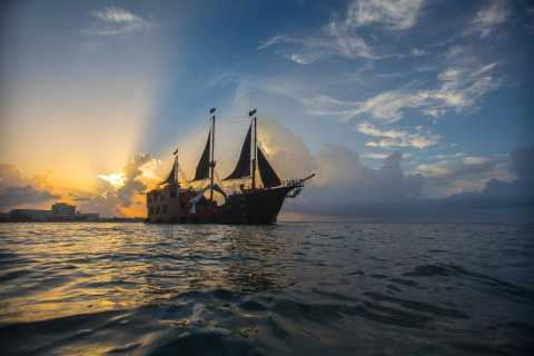 Cancun: Jolly Roger Pirate Show With Dinner