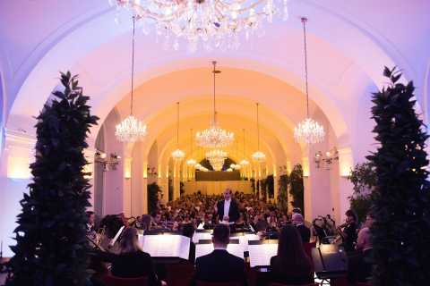 Vienna: Music Concert at Schönbrunn Palace with Wine