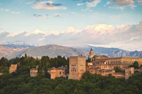 Granada: Alhambra Skip-the-Line Small-Group Tour