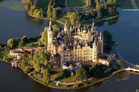 Ab Rostock: Tagesausflug zum Schweriner Schloss mit Führung