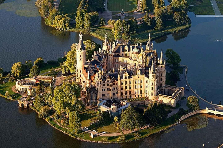 Lübeck: Ausflug zum Schweriner Schloss und Führung