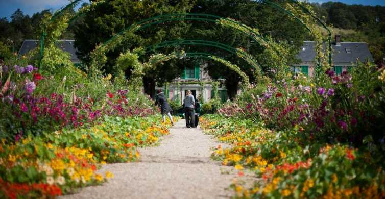 Giverny: Monet's House and Gardens Guided Tour