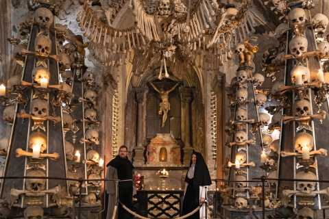 Kutná Hora: 1.5-Hour Private Tour of Sedlec Ossuary at Night