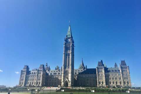 Montreal: Private Day Tour to Ottawa