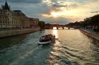 Paris: Bootsfahrt auf der Seine & Crpe-Verkostung in der Nähe des Eiffelturms