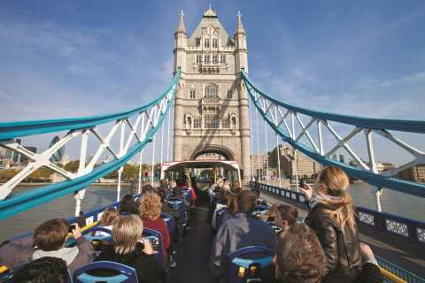 London: Bus Tour and Thames River Cruise