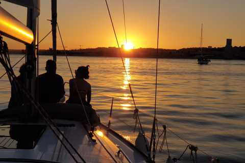 Lisbon: Private Sunset Champagne Cruise