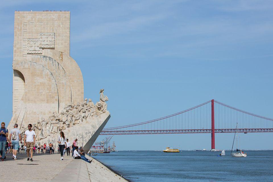 Lisbon: Tagus River Yellow Boat Tour