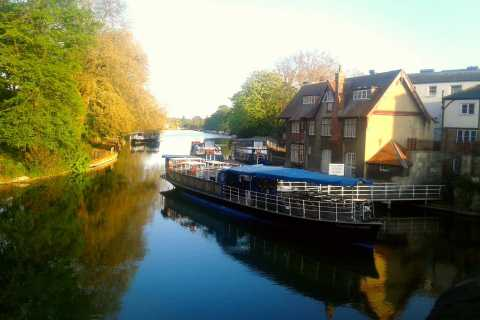 Oxford: River Cruise and Walking Tour to Iffley Village