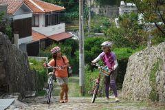 Okinawa: excursão guiada de bicicleta a Naha