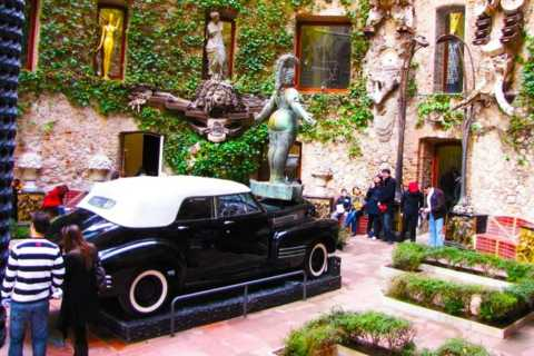 Salvador Dalí Tour from Barcelona with Hotel Pick Up