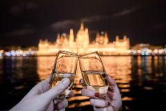 Budapeste: cruzeiro noturno com vista para o parlamento e champanhe