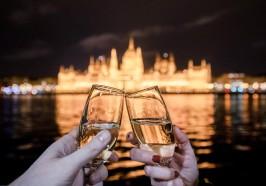 Qué hacer en Budapest - Budapest: crucero nocturno con vistas al Parlamento y champán