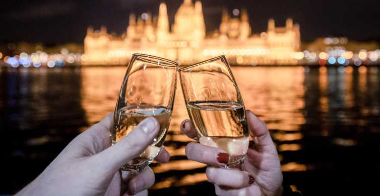 Budapest: crucero nocturno con vista al parlamento y champán