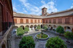 Granada: entrada sem fila na abadia de Sacromonte