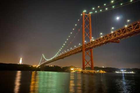 Lisbona: tour in barca a vela di notte