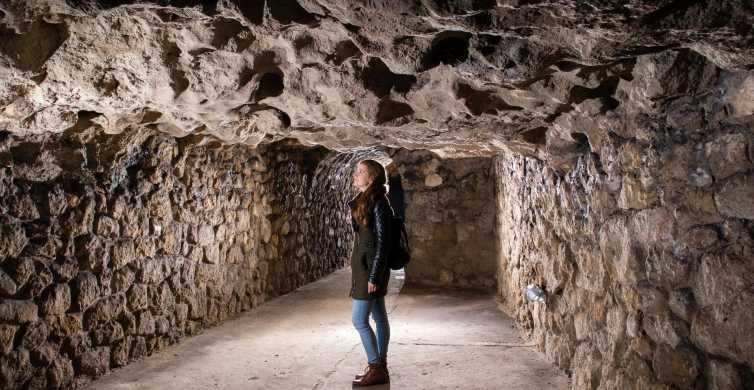 Budapeste: excursão a pé pelas cavernas do Castelo de Buda