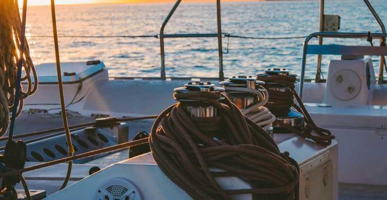 Malaga: Sunset Catamaran Trip mit einem Glas Cava