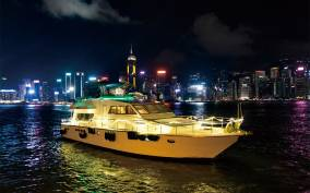 Hong Kong: Luxury Night Cruise with Open Snacks & Drinks Bar
