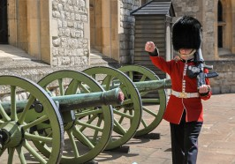 What to do in London - London: Tower of London and Crown Jewels Exhibition Ticket