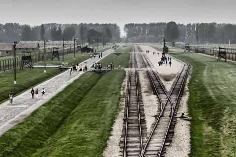 Auschwitz: Self-Guided Tour from Kraków