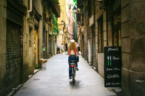 Barcelona: Sagrada Familia and City Highlights Bike Tour