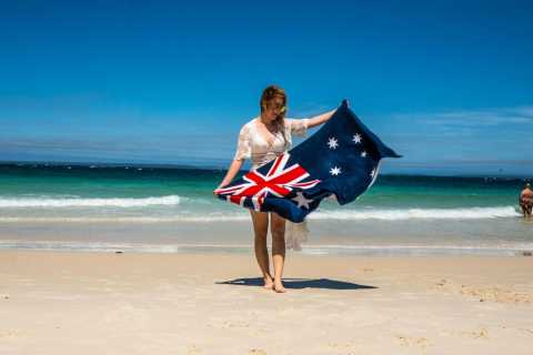 From Sydney: Private Jervis Bay Day Trip with Cruise