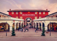 Ab Mailand: Shopping-Spaß im Franciacorta Outlet Village