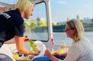 Hamburg: Hafenrundfahrt mit Wein und Käse