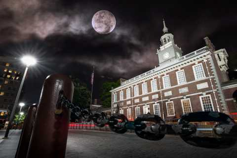 Philadelphia: Old City Ghosts Walking Tour