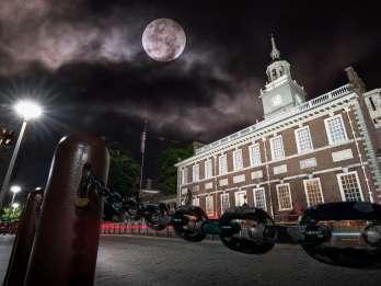 Philadelphia: Old City Ghosts Walking Tour