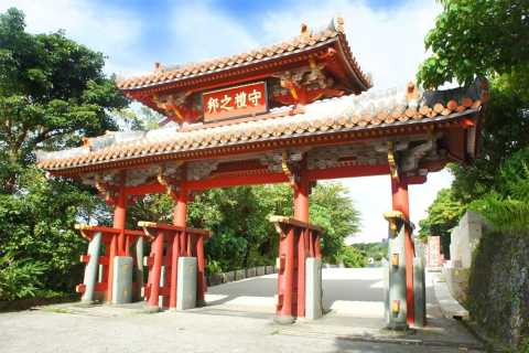 Naha: Shurijo Castle Tour with Audio Guide and Lunch