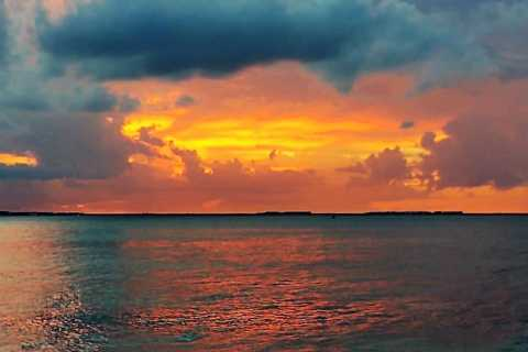 From Cancún: Isla Mujeres Sunset Cruise