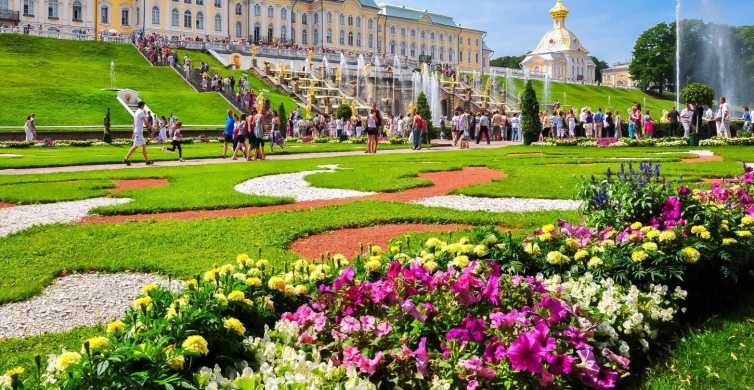 From St Petersburg: Day Trip to Peterhof Palace with Sauna