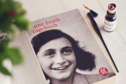 A Vida de Anne Frank: Excursão a Pé por Amsterdã em Alemão