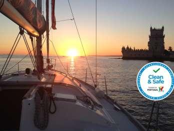 Lissabon: Bootsfahrt auf dem Tejo bei Sonnenuntergang