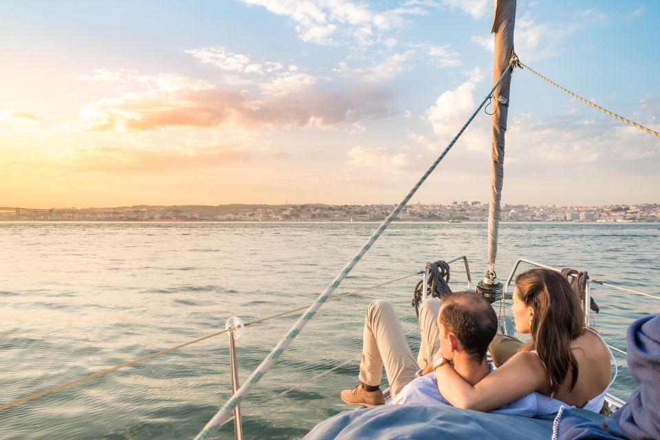 Lisbon: Daytime/Sunset City Cruise by Sailboat with Drinks