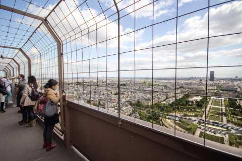 Tour Eiffel: accès direct au sommet en ascenseur avec hôte