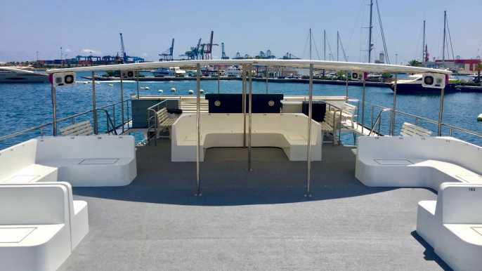 Valencia: Boat ride with Lunch and Swim in Port Saplaya