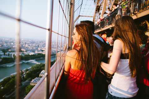 Paris: Eiffel Tower Direct Access & Tour at Sunset
