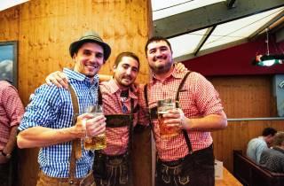 München: Oktoberfest-Tour mit Tisch im Bierzelt