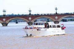 Bordéus: cruzeiro pelo rio Garonne com taça de vinho