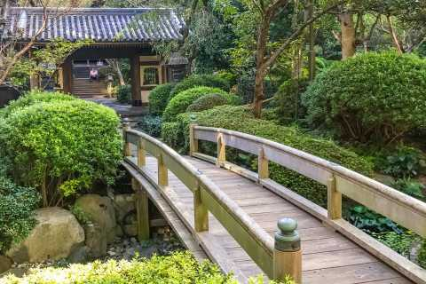 Tokyo: Shinagawa Temples and Gardens Private Walking Tour