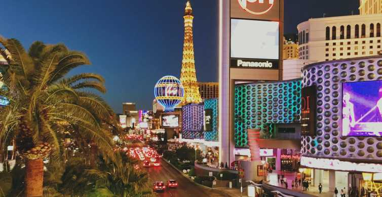 Las Vegas: Private Limousine City Tour with Champagne